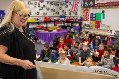 Kindergarteners reading